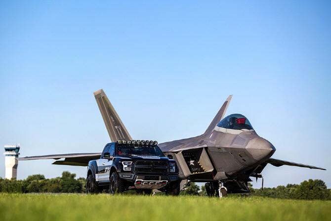 포드, F-22 랩터의 이미지를 더한 `F-150 랩터 F-22 콘셉` 공개