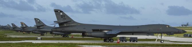 [포토] 괌 앤더스공군기지서 출격 준비중인 `죽음의 백조`