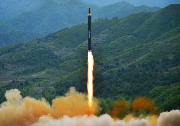 김정은 `백두산 엔진` 단 화성-12...21일 전후 실전 배치