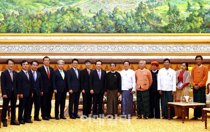 [포토] 미얀마 하원 방문한 국회의장과 국회의원들...