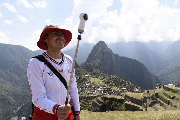 [포토]잉카문명 유적지 소재 학교에 IT 제품 후원한 삼성전자