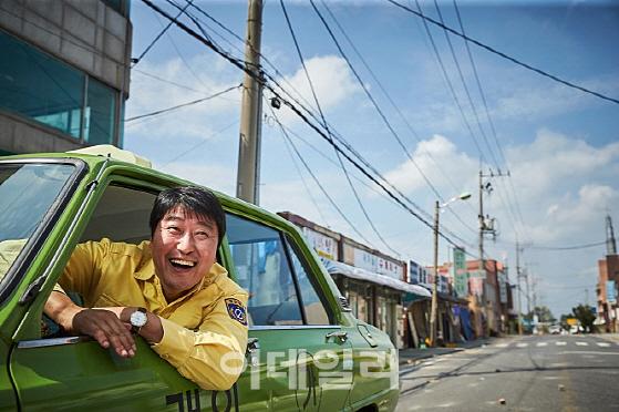 문재인 대통령 내외, 일반 관람객들과 영화 '택시운전사' 관람