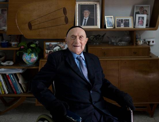 홀로코스트 견뎌낸 `세계 최고령 남성` 113세로 별세