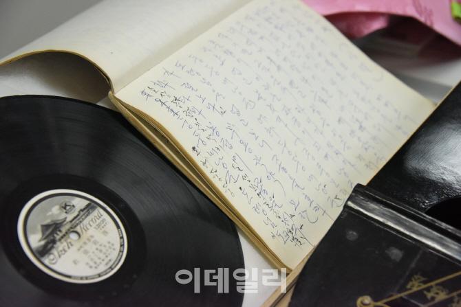 성창순 명창 유품 1295점 국립국악원에 기증