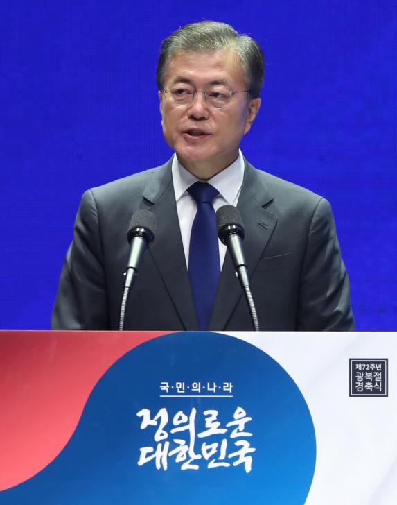 """文대통령 """"DJ·盧·이승만·박정희 모든 대통령의 역사 속에 있다"""""""
