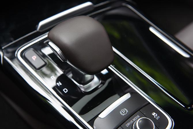기아 스팅어 2.0T 2WD 플래티넘 익스트림 팩 시승기 - 잘 만들어진 스포티한 4도어 쿠페