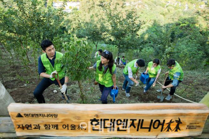 현대엔지니어링, 외국인 직원들과 생태숲 조성 봉사활동