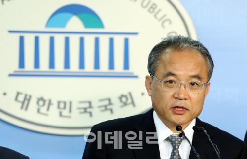 [단독]김창준 세월호위원장 `해군기지·국정원 의혹 조사 추진`