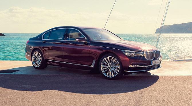 푸랑크푸르트 모터쇼에서 주목해야 할 차(7) BMW 인디비주얼 760Li xDrive 나우터즈 스완 에디션