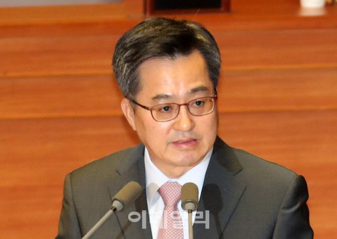 [포토]국회 경제분야 대정부 질문에 참석한 김동연 부총리