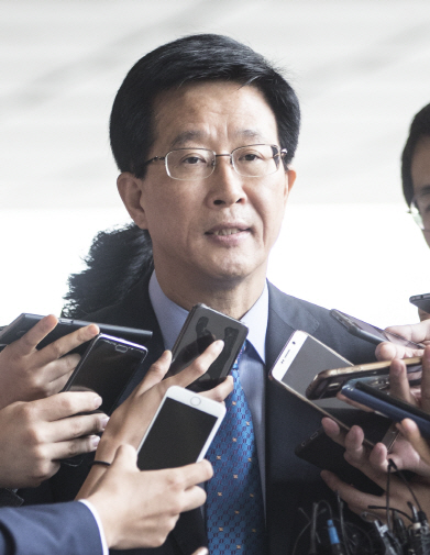 檢, `외곽팀` 운영한 前국정원 간부 재소환…원세훈 지시 추궁