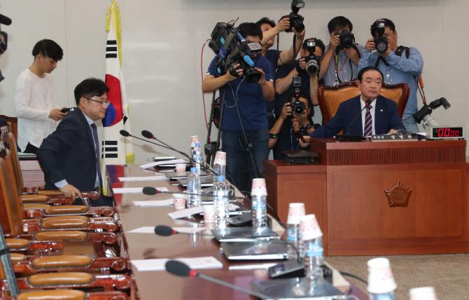 박성진 청문보고서 `부적격` 채택..文정부 첫번째(상보)