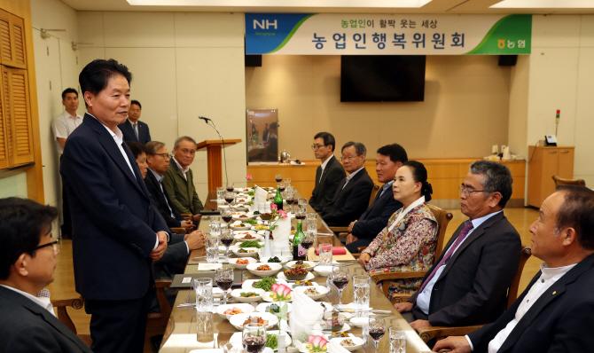 [포토] 농업인행복위원회에서 인사말하는 김병원 회장