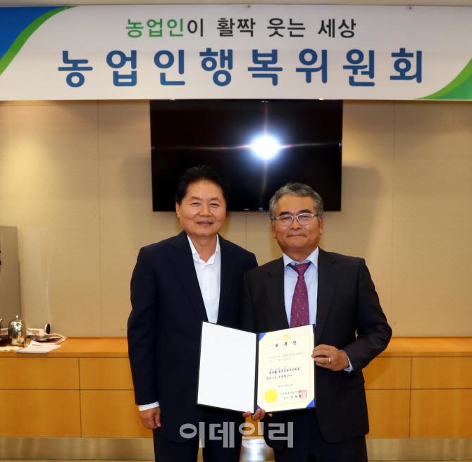 [포토] 농업인행복위원회에서 신임 위원된 송영천 변호사