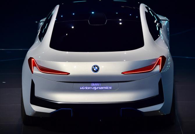 BMW i 비전 다이내믹스, 뒤태마저 완벽해!