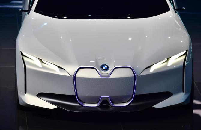 BMW i 비전 다이내믹스, 헤드램프에 불이 `번쩍`