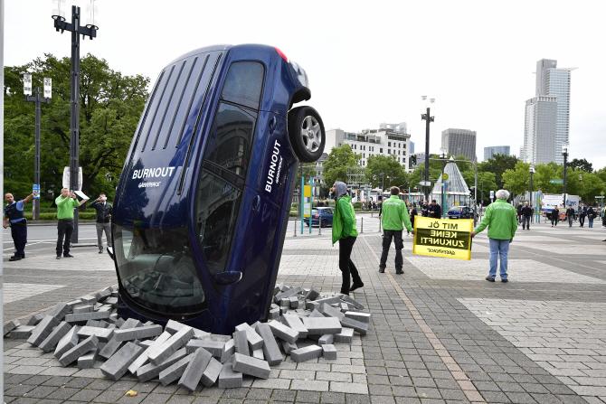 `2017 IAA` 도로 위 차가 거꾸로
