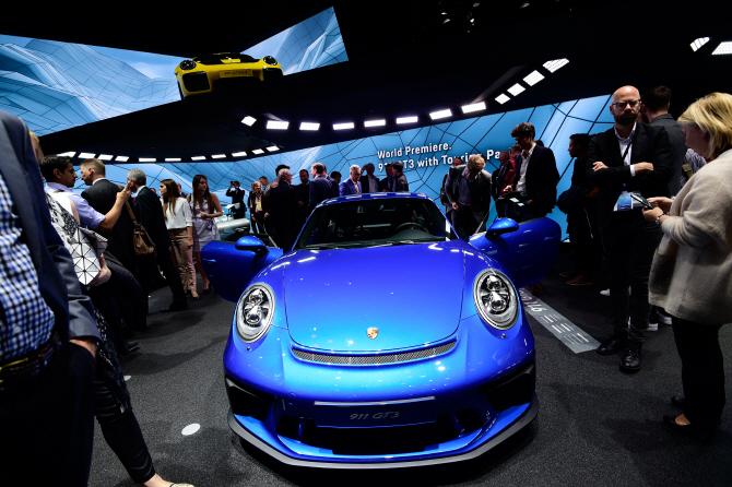 포르쉐 911 GT3 투어링 패키지, 특유의 헤드램프