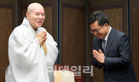 김동연, 오늘 `종교인 과세` 현장방문..개신교측 반발