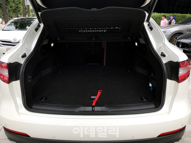 [타봤어요]`지중해 바람` 일으킨 럭셔리 SUV 마세라티 르반떼