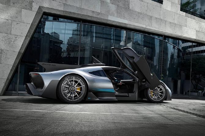 메르세데스-AMG 프로젝트 원 - F1 레이스카를 도로로 옮기다