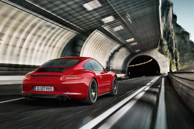 포르쉐 911 카레라 4 GTS 리뷰 - 퓨어 드라이빙을 추구한 포르쉐