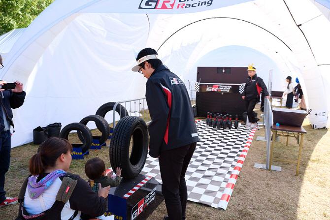 [신시로 랠리 2017] 가주 레이싱 파크에서 타이어 볼링을 즐기는 어린이 관람객