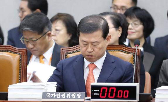 때아닌 `동성애 논란` 휩싸인 인권위 국감(종합)