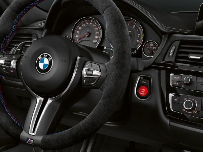 BMW 'M3 CS', 스티어링 휠