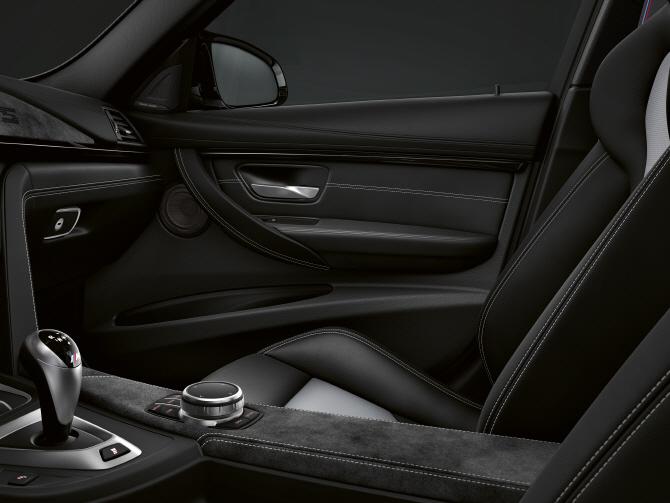 BMW 'M3 CS', 깔끔한 실내