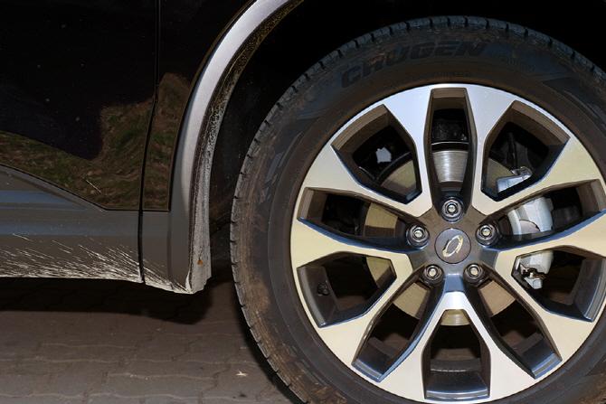 투톤 디자인의 휠을 적용한 르노삼성 QM6 GDe
