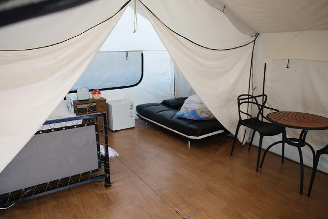 [G4 렉스턴 고메 글램핑] 침대와 소파 배드가 마련된 동화힐링캠프