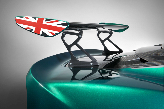 로터스 '엑시지 컵 430', 세심한 디자인