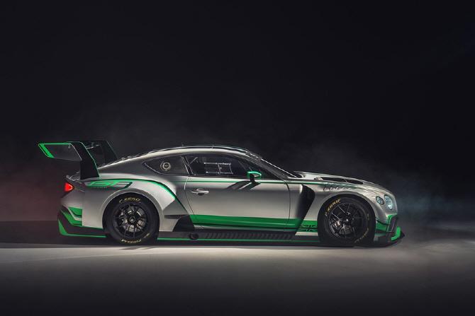 더욱 매끈해진 벤틀리의 신형 컨티넨탈 GT3 레이스카