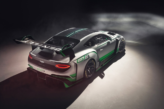 V8 트윈터보 엔진을 더한 벤틀리 컨티넨탈 GT3 레이스카