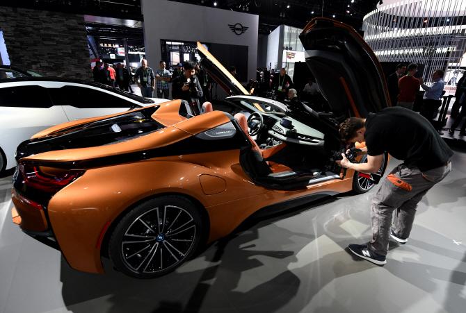BMW 'i8 스파이더', 변신하는 줄