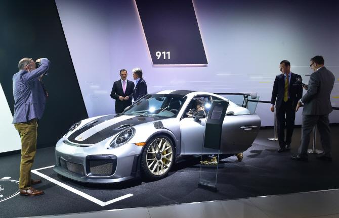 포르쉐 '911 GT2-RS', 강렬한 스포츠카
