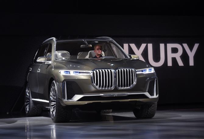 BMW 'X7', LA오토쇼 빛내는 존재감