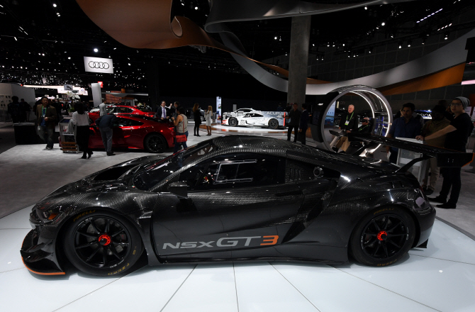 어큐라 'NSX-GT3', 날렵한 옆라인