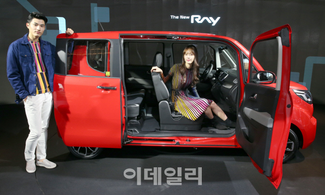 기아차 '더 뉴 레이' 출시…SUV 수준 짐 싣는다