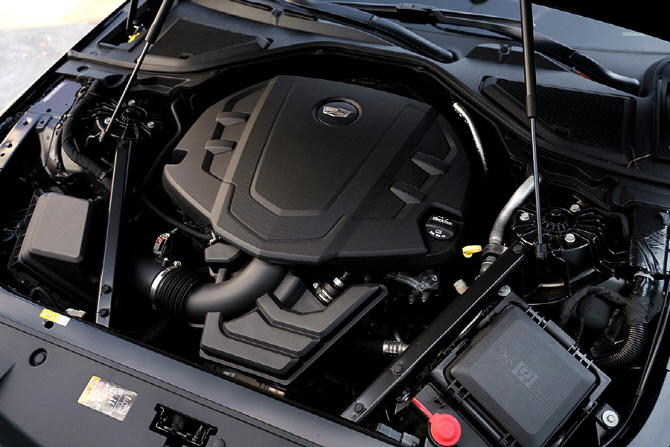 다운사이징 터보의 시대, 그 속에서 존재감을 발하는 V6 차량들