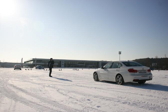 BMW 드라이빙 센터, 눈길 달리는 `스노우 베이직` 프로그램 운영