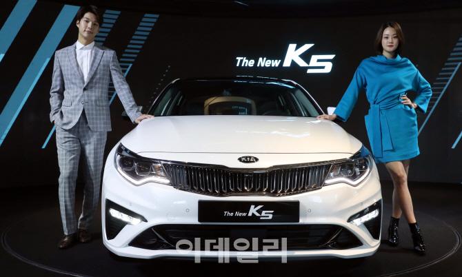 '품격과 역동성을 더한 더 뉴(The New) K5'