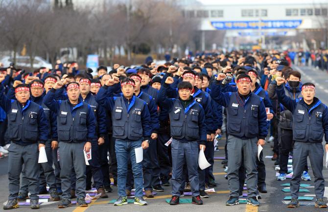 한국GM 협력사는 지원 읍소하는데..노조는 양보없는 노숙투쟁