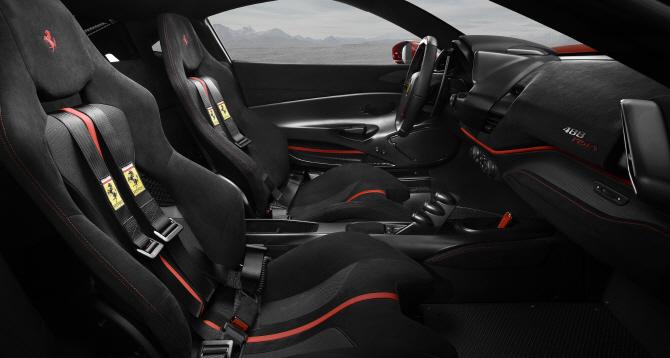 페라리 488 피스타, V8 스포츠카의 새로운 기준