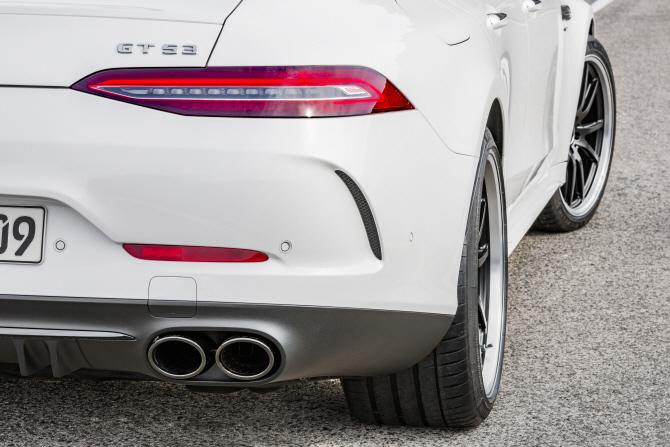 벤츠 'AMG GT 4도어 쿠페', 날카로운 리어램프