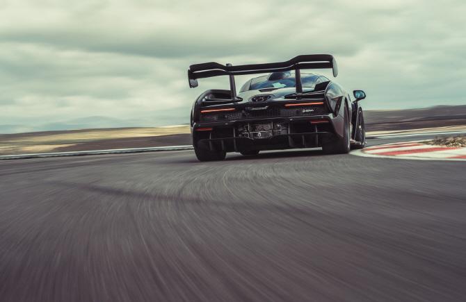 `전 세계 단 75대`…맥라렌, 15억짜리 슈퍼카 `세나 GTR` 만든다