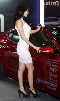 레이싱모델, 몸매 드러내는 밀착 드레스