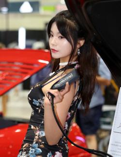 '2018 서울오토살롱'에 나타난 美女