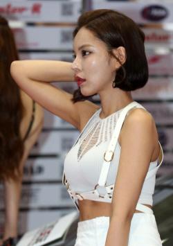 '2018 서울오토살롱'에 나타난 미녀